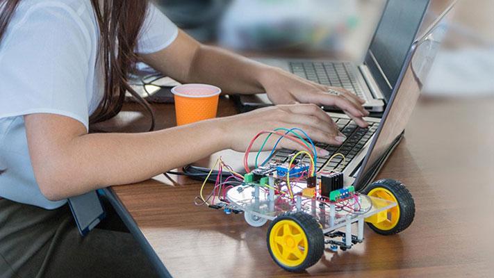 lợi ích của việc học lập trình robot trẻ em